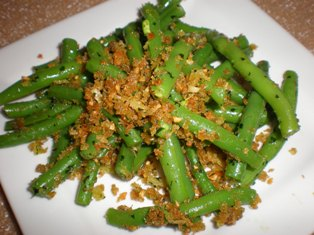 Green Beans with Garlic, Parsley, and Bread Crumbs