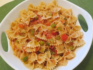 Farfalle with Fresh Tomato Pepper Sauce