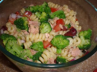 Tuna, Broccoli, and Olives Pasta Salad